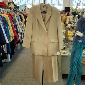 Mixed size Le Suit suit. Coat 16 and pants are 14